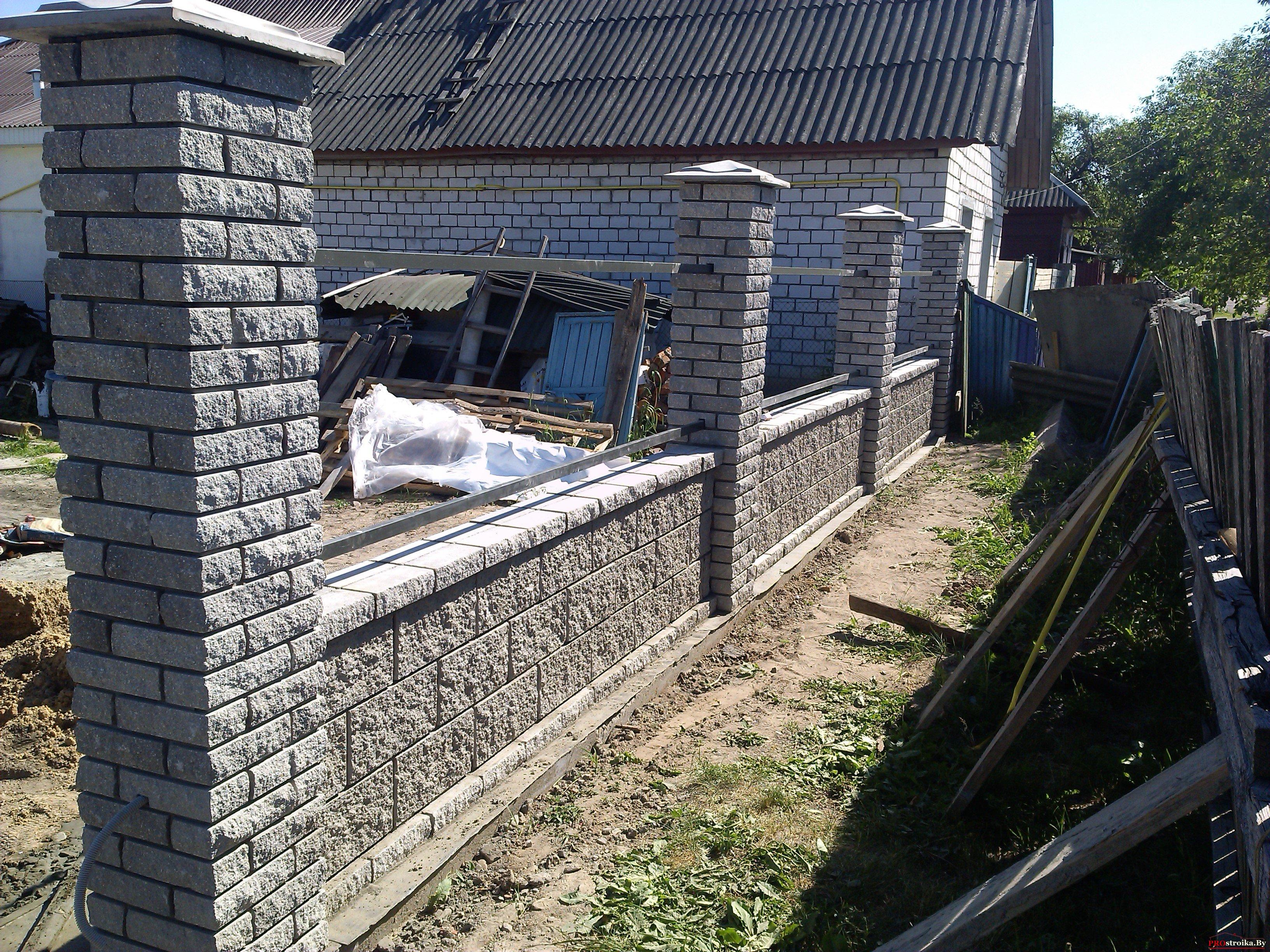 Забор из колотого кирпича фото 7